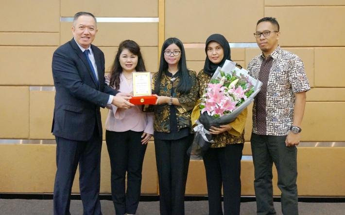 Penganugerahan Alm. Yan Nurindra sebagai Bapak Hipnoterapis Indonesia